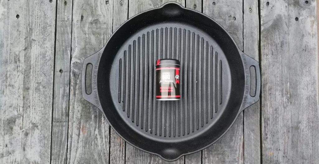 Petromax Grill-Feuerpfanne inkl. Spiceworld Pfeffer