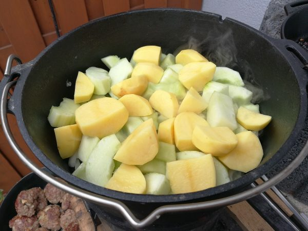Schmorgurken aus dem Dutch Oven