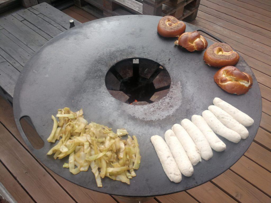 Weißwurst-Burger mit Bierkraut