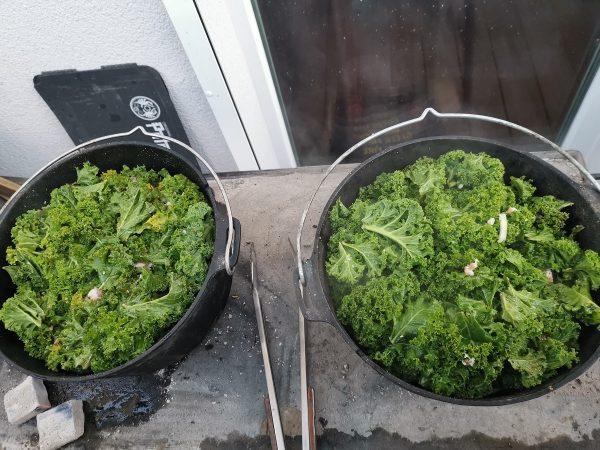 Grünkohl-Kassler-Burger von der Feuerplatte