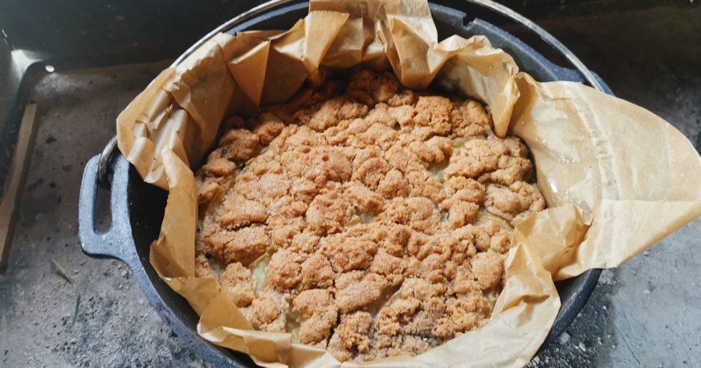 Apfel-Streusel-Kuchen aus dem Dutch Oven_fb
